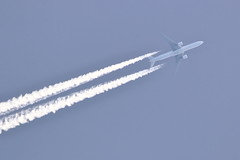 F-GZNR (Rob390029) Tags: air france boeing 777 fgznr flying flight airborne civil civilian aviation transport transportation travel overhead ott over top contrail contrails