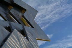 Triple Star Head, Furzton Lake, Milton Keynes (gemgem_st@hotmail.co.uk) Tags: sky nikond5200 miltonkeynes sculpture art lake furztonlake star
