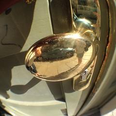 der Türknaufblitzgedanke (schau_ma_da) Tags: flickr iphone4s dresden dresdenneustadt selfie türknauf schaumada quadrat gold messing olloclip fischauge spiegelung inexplore