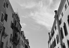 To the sky (LikeTheHitter) Tags: venice venezia venecia veneza venise venedig venetian veneziano palace palazzo cielo sky ciel céu himmel bianco nero