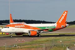 G-EZPD_04 (GH@BHD) Tags: gezpd airbus a320214 a320 a320200 u2 ezy easyjet europcar logojet londonlutonairport lutonairport ltn eggw luton airliner aircraft