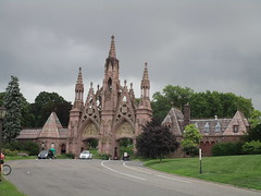 Green-Wood Cemetery Main Front Entrance 7210 (Brechtbug) Tags: greenwood cemetery main front entrance 2018 nyc brooklyn new york city near 25th street r train subway stop 08122018 gates gateway gate used house parrots that escaped from crates docks nearby