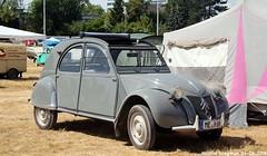 Citroën 2CV 1956 (XBXG) Tags: citroën 2cv 1956 det 2018 citroën2cv 2pk eend geit deuche deudeuche 2cv6 dinslaken deutschland duitsland germany vintage old classic french car auto automobile voiture ancienne française outdoor