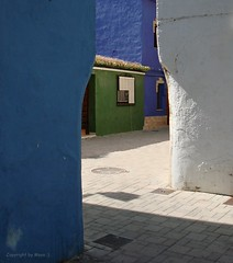 Placa de Sant Antoni, Denía, Spanien/Spain/España *     .   060408 1-001 (maya.walti HK) Tags: 190818 2008 azul blau blue casas copyrightbymayahk denía españa flickr grün häuser houses placadesantantoni sonydscw100 spain spanien weiss
