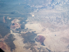 Black Bottom Crater.  P2018-0617T145253 (Tim and Renda) Tags: flagstaff azflagstafftolchico chicagotosandiegoflight md0617 blackbottomcrater windowviewswhileinflight southwestairlines iso32 sanfranciscovolcanicfield volcanos coconinocountyarizona stateofarizona samungsmg965u1t june17 fstop24 tolchico geo:lat=3536747797 windowviews flagstaffarizona southwestairlinesflight3371 t1452 aviation usa sandiegocaliforniatrip shutterspeed230thofasecond year2018 arizona unitedstates geo:lon=11125174097 geotagged focallength6mm