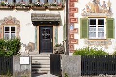 Oberammergau, Germany (mividaenpostales) Tags: hanselandgretelshouse hanselandgretel house casa oberammergau germany alemania europe europa baviera fachada facade canon ventanas windows door puerta frescos freshpaint