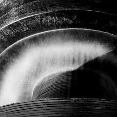 Hydropower (Bernd Kretzer) Tags: wasser water brunnen fountain langzeitbelichtung time exposure nd 1000graufilter