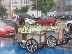 Corn seller under rain in Üsküdar (unHombre) Tags: olympus em5markii omd streetfood seller rain umbrella mısırcı yağmur streetphotography street sokak sokakfotoğrafı