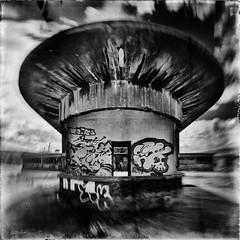 OVNI-UFO (Des.Nam) Tags: noiretblanc noirblanc noir nordpasdecalais nord nb bw blackwhite monochrome mono ovni ufo dunkerque urbex urban urbain batiment nuages graffiti tag street streetphotographie streetart sombre desnam carré square