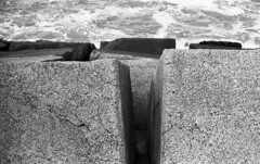 It's rough (Arne Kuilman) Tags: kosmofoto kosmofotomono iso100 contax zeiss 50mm 50mmf17 slr film homedeveloped pyrocathd 11minutes developed developer netherlands nederland zee sea blocks zeewering