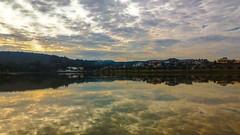 Dia nublado (Gilda Tonello) Tags: lago reflexos nuvens zenfone2