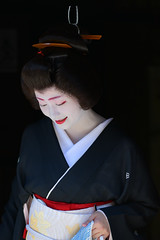 graceful (byzanceblue) Tags: kyoto maiko geisha geiko kagai japan japanese woman girl female beauty cute beautiful 京都 kimono gion dance lovely 舞妓 舞踊 traditional kanzashi formal 祇園 black 花街 white color colour flower nikkor background people photo portrait professional lady lovery 芸妓 着物 bokeh red traditonal summer natural 祇園甲部 祇をん ぎをん fresh shadow 黒紋付