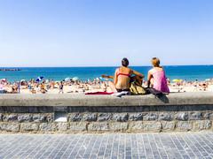 ... Ferragosto : Calda la spiaggia e caldo il mare ... (Lanpernas .) Tags: ferragosto playa musica verano donostia zurriola malecón muro sansebastián música mujer mujeres dos 2 2018 beach piaggia
