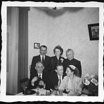 Archiv P758 Familienfoto, 1950er thumbnail