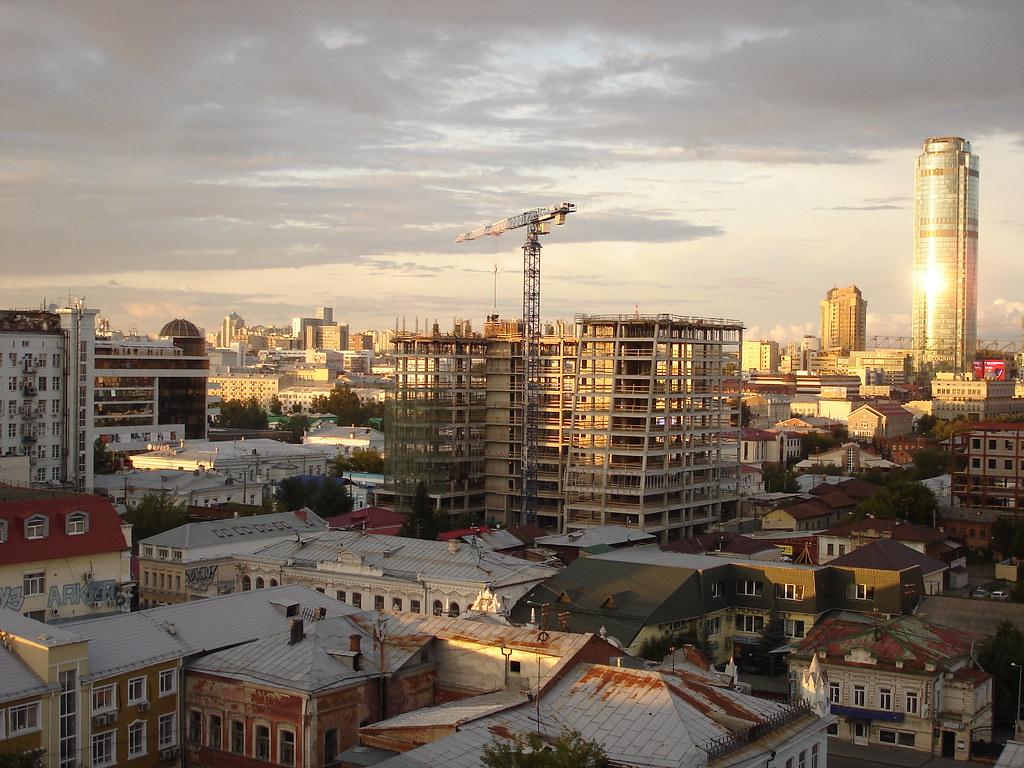 фото: Строительство здания между Чернышевского и Добролюбова