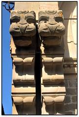 Due leoni, Propositura di San Niccolò, Radda in Chianti (Siena, Italia) (Jesús Cano Sánchez) Tags: elsenyordelsbertins fujifilm xq1 vacances2017 italia italy toscana tuscany chianti raddainchianti esglesia iglesia church chiesa lleons leones lions leoni escultura sculpture