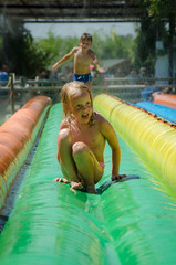 Corbi Parc (Janine en Ron) Tags: vakantie vacation vacances france 2018 domaine petit arlane valensole waterglijbaan waterslide active actief 7 year old boy jongen brown eyes 5 blue meisje girl child childhood fun kid outdoors outside playing summer youth jeugd brother broer sister zus lol colourful