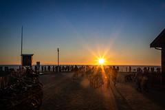 hourtin (DaveGassmann) Tags: sun sonne sunset meer atlantik shine frankreich france blue blau umrisse kontrast holidays people penf olympus bordeaux sonnenuntergang sonnenstrahlen