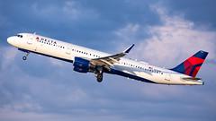 MSP N316DN (Moments In Flight) Tags: minneapolisstpaulinternationalairport msp kmsp mspairport aviation avgeek airliner airplane n316dn airbus deltaairlines a321 a321211