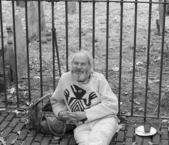 Happily at rest (IanAWood) Tags: centrallondon flaneur london nikkorafs56mmf14g nikondf pbwa streetphotography thecityoflondon walkingwithmynikon