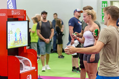 Besucher spielen Just Dance auf der Nintendo Switch. Gamescom 2018 (marcoverch) Tags: e3 cologne deutschland kölnmesse messe fusball zocken games germany computerspiele gamescom cosplay 2018 köln gaming competition wettbewerb recreation erholung woman frau people menschen man mann adult erwachsene leisure freizeit soccer education bildung exercise übung outdoors drausen wear tragen club verein athlete athlet enjoyment vergnügen action aktion tennis festival vehicle fahrzeug summer sommer door colour spider mar fish eos dof smoke sunny nikkor besucher spielen justdance nintendoswitch gamescom2018