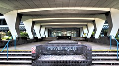 Twyver House, Gloucester. (ManOfYorkshire) Tags: twyverhouse brutonway gloucester gloucestershire 1960s building preserved history architecture futurama future futuristic scifi entrance steps favourite landresgistry government