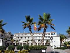 Nerja-Málaga. (Eduardo OrtÍn) Tags: bandera palmeras plaza nerja málaga andalucía