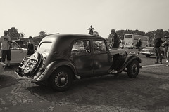la traversee de Paris estivale 2018 (Christopher Mark Perez) Tags: latraverseedeparisestivale2018 latraverseedeparis2018 latraverseedeparis latraverseeestivaledeparis associationvincennesancienne vincennesenancienne vintageautomobile oldcar oldvehicles paris france bw monochrome blackandwhite sonya5000 nikonnikkor24mmf28ais nikon24mmf28ais