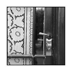 inn door • auvers-sur-oise • 2016 (lem's) Tags: door inn auberge porte auvers sur oise france rolleiflex planar