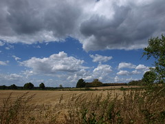 Wolken (ISOZPHOTO) Tags: wolken clouds summer sommer wetter weather feld field rural countryside landschaft landscape campagne campagna sky himmel olympus zuiko e420 1442 isoz isozphoto rheinland nordrheinwestfalen nrw jülich deutschland germany