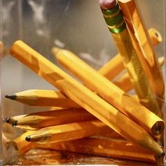 Pencil box (Read2me) Tags: pree cye yellow pencil many dof thechallengefactorywinner ge challengeclubwinner