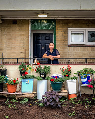 20180822-IMG_2293 The Proud Gardener (susi luard 2012) Tags: deptford evelyn flowers street council dog estate flats frontgarden lady london people sculpture se8 uk