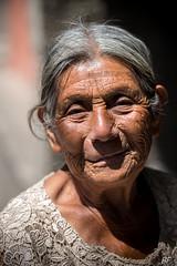 Un jour un portrait ! (poupette1957) Tags: art atmosphère canon city guatemala humanisme life lady monochrome noiretblanc old photographie people portrait rue street town travel urban ville voyage