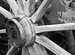 IMG_9081bw400x297 Farm Machinery. (Len Miles) Tags: wheel axle spokes hub woodenhub machine farmmachinery rearaxle