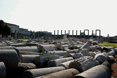 Roman Age Columns (asudeuysal) Tags: museum romans agora history historical relic column