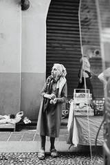 Di nuovo in strada : Ortolana (claudio marchini) Tags: bn bw strada street people gente persone