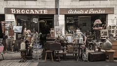 11 Rue du Marché (pepsamu) Tags: saumur france francia shopfront tienda calle street antiguedades antigüedades collectible antique antiques antiqueshop achat achats vente venta brocante market mercado façade 2018 canon canonistas seller vendedor affaire business negocio enterprise