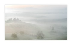 Die Ahnung Des Lichts (W.Utsch) Tags: fog nebbia toscana tuscany landschaft morning belvedere orcia sunrise