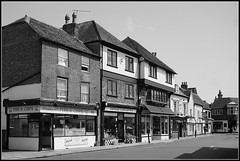 Sandwich scene (Jason 87030) Tags: shop building architecture sandwich kent august 2018 holiday fish chips fishchips food eat black noir white blanc bw bbw town shot scene uk england buildinggs roof curiosities marketinn boozer inn pub setting vintage fronts
