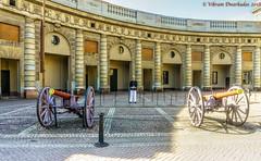 Guard, Courtyard of the Royal Palace, Stockholm (vdwarkadas) Tags: stockholm royalpalace sweden guard canon courtyard sony sonya6000 sonyilce6000 palace guns