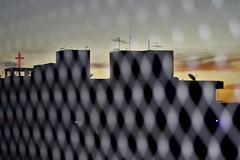 (Fotografia RG) Tags: pôrdosol sunset fimdetarde igreja cruzvermelha cruz red purple efeito canon closeup t3i 75300 eos flash iso400 orange bsb brasilía efect photography photo photographers photographerslife 75300mm pordosol finaldetarde pictureoftheday brasilia federaldistrict photooftheday cross redcross