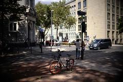 Bokeh@Kö, Düsseldorf 2018 Summer 8 (Amselchen) Tags: bike bicycle street streetphotography city cityscope building light shadow season summer bokeh blur dof depthoffield sony a7rii sigma sigmamc11 sonyilce7rm2 30mmf14dchsm|art