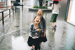 Laughter. (MichelleSimonJadaJana) Tags: color sony ilce7rm3 α a7riii a7r iii full frame emount femount nex fe sel35f14z distagon t 35mm f14 za vsco documentary lifestyle snaps snapshot portrait childhood children girl girls kid jada jana tokyo 東京 日本 japan