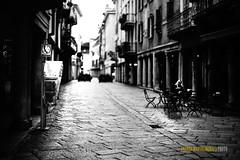 una tranquilla domenica di Agosto in Varese (Andrea Mastromonaco) Tags: andreamastromonaco maxtroa sonya7iii sony sonyfullframe fullframe sonyemount contax zeiss 50 14 contax5014 monocromo agosto bianconero street streetphotography
