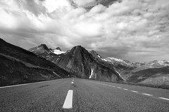Hacia Nufenen Pass (Herminio.) Tags: estrada strada carretera road alpen alpes alpi suiza suisse switzerlan infinite infinito infinity