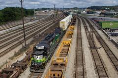 NS GA06 at Inman on the Rail Highway (travisnewman100) Tags: norfolk southern train railroad yard job rr intermodal inman atlanta terminal district georgia division railhighway ga06 sd33eco slug