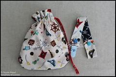 "Babete, prendedor de chupetas e fralda ""Piratas"" (GataPreta Artesanato) Tags: bebé infantil babete prendedordechupeta fraldadepano fraldas tecido feitoàmão crafts artesanato"