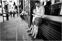 Like Father Like Son (Steve Lundqvist) Tags: english london londra inghilterra england uk britain british street streetphotography portrait persone ritratto road crossroad strada sidewalk posed leica q cellulare cell telephone chat chatting texting harrods candid son father duo pair