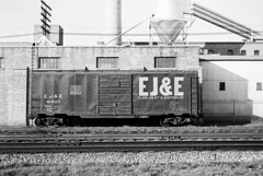 EJ&E 61007 (Chuck Zeiler) Tags: eje 61007 railroad boxcar freight box car naperville train chuckzeiler chz
