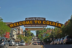Welcome to Golden (Jan Nagalski (off for awhile)) Tags: gold golden thomasgolden coorsbrewingcompany coorsbeer brewery industry mountains foothills rockmountains goldrush mainstreet banner welcome welcomebanner traffic yellowline travel tour tourism blue bluesky historicbuildings colorado jannagalski jannagal city westerntown